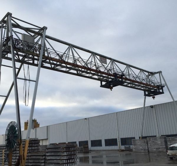 Demag gantry crane