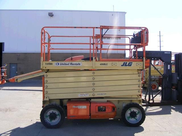 40' ELECTRIC SCISSORS LIFT