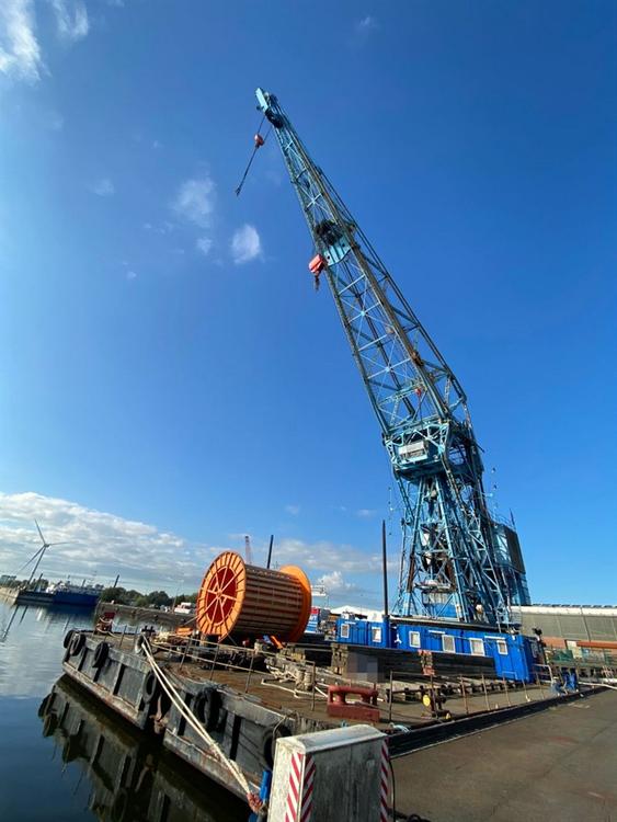 150-tonne Self-Propelled Revolving Crane Barge