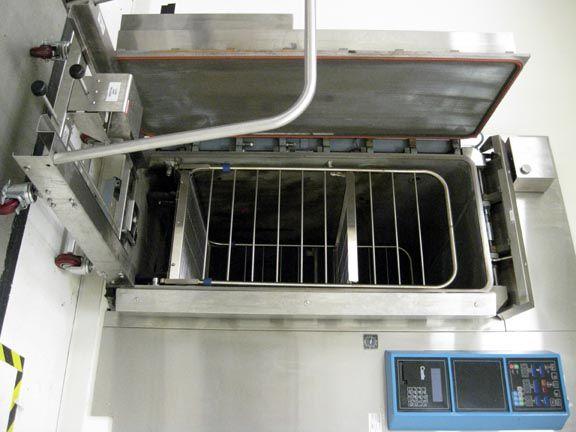 Castle, Getinge 4233, Vacuum/Gravity Steam Sterilizer
