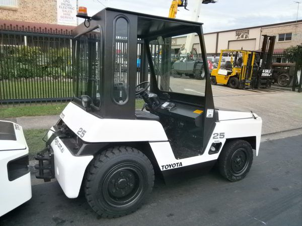 Toyota 42-2TD25 DIESEL (With Canopy)