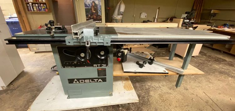 Delta RT31 Panel Scoring Table Saw w/ Dust Collector