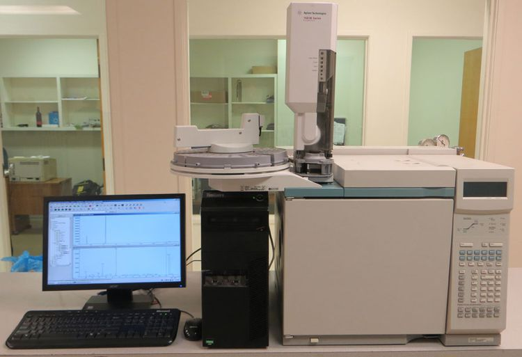 Agilent 6890N Technologies Gas Chromatograph
