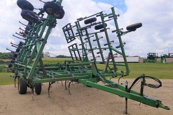 John Deere 980 Field Cultivators