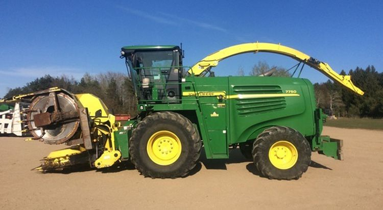 John Deere 7750 Self-Propelled Forage Harvesters