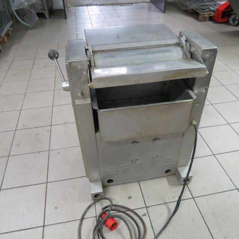 Maja ESM 435 Skinning machine