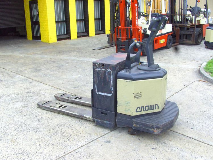 Crown Electric Single Pallet Mover 3 Ton