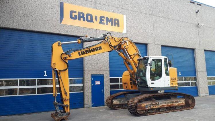 Liebherr R924 COMPACT Tracked excavators