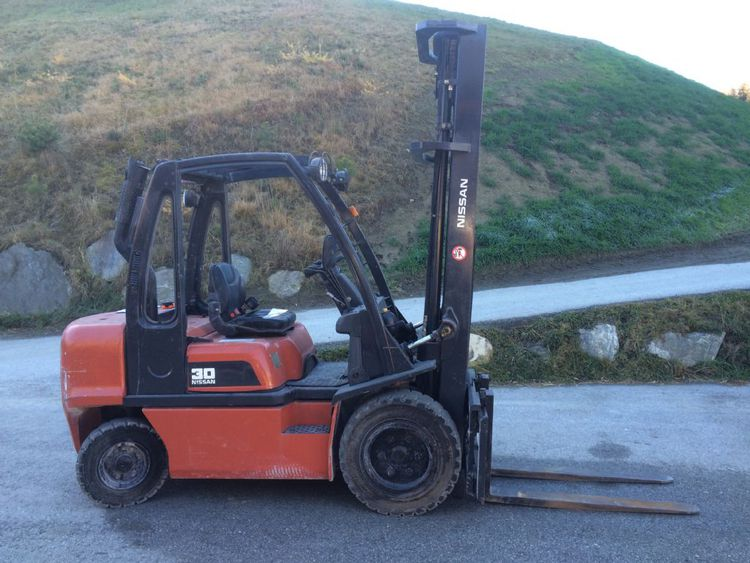 Nissan FGD02A30Q 3000 kg