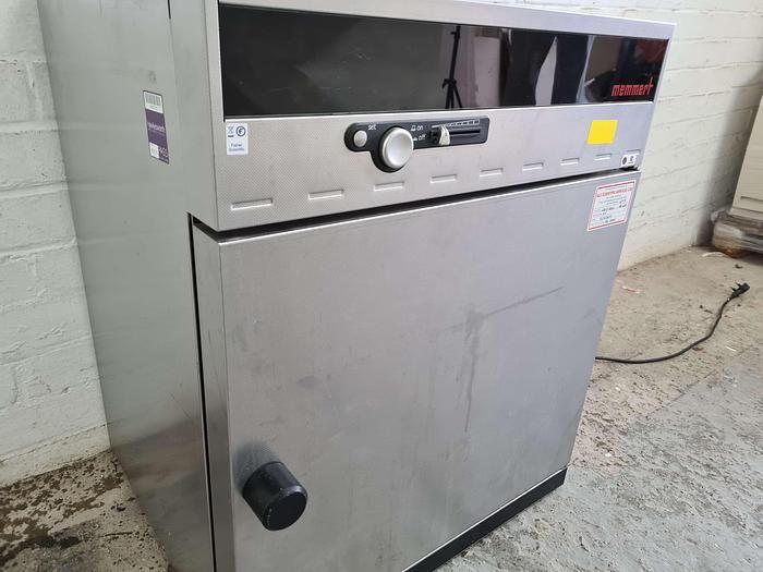 Memmert INE 400 Incubator