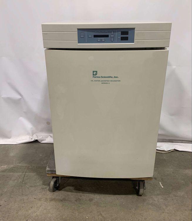 Forma Scientific 3130 Series II Water-Jacketed CO2 Incubator