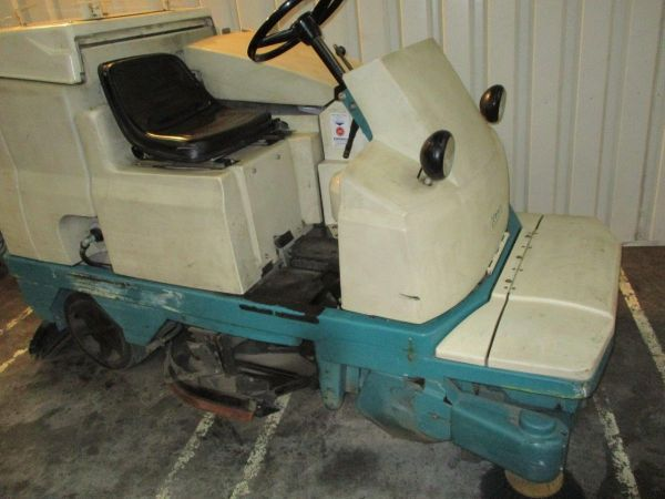 Tennant 510E Ride-on cleaning machine