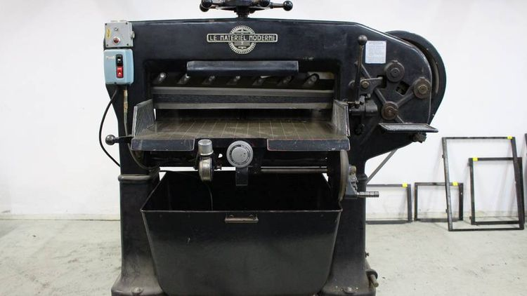 Others P 80, Guillotine