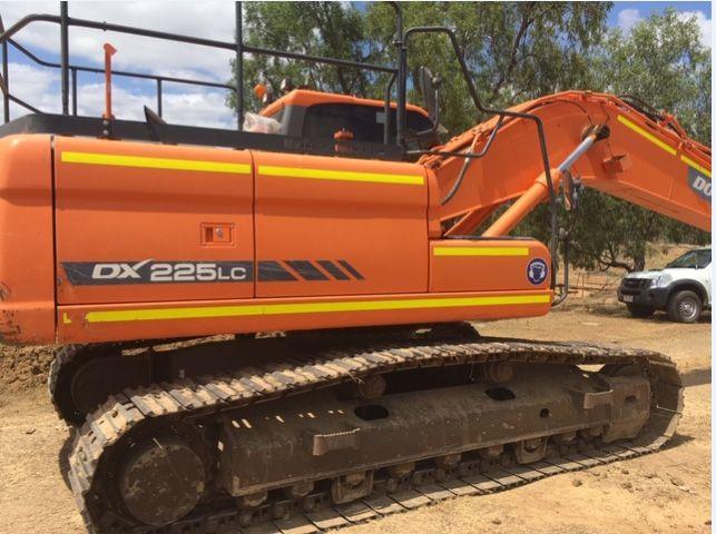 Doosan DX225LC EXCAVATORS