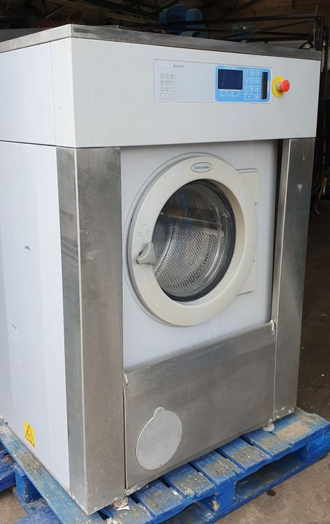 2 Electrolux W4240H Washer Extractor