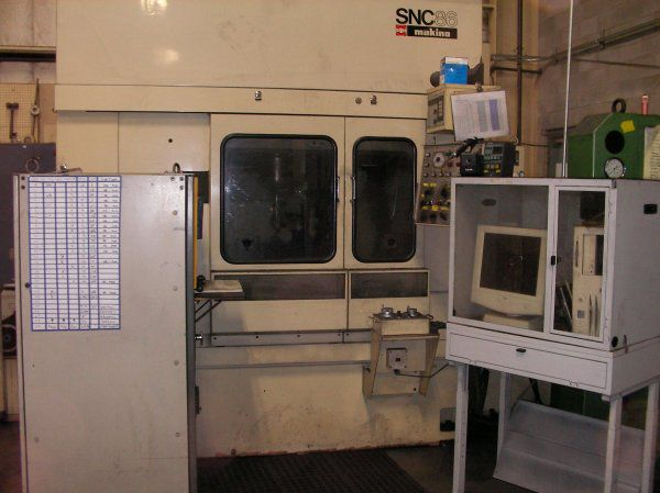 Makino SNC 86 3 Axis, Vertical Machining Center