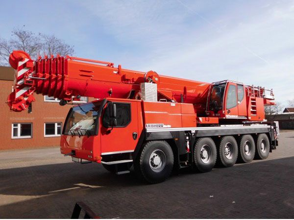 Liebherr LTM1100-5.2 100 ton bei Radius 2,7 m