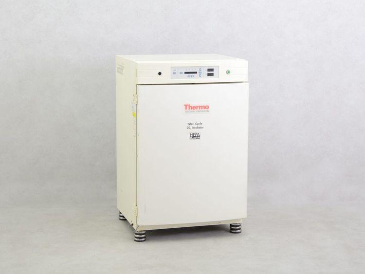 Thermo Scientific 371 CO2 Incubator