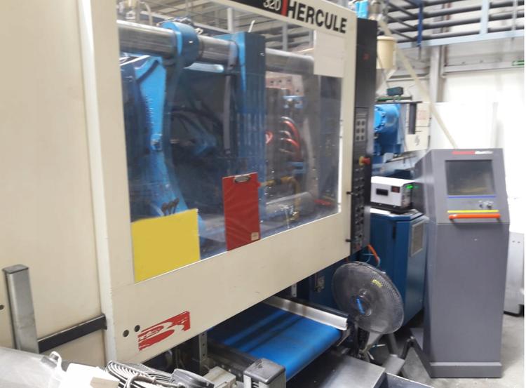 Billion Injection molding machine 320 T