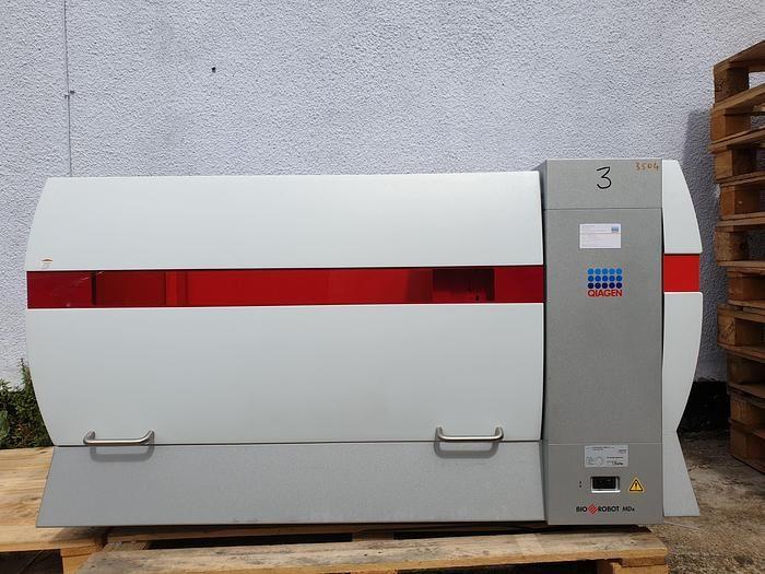 Qiagen 8000 MDx Liquid Handler