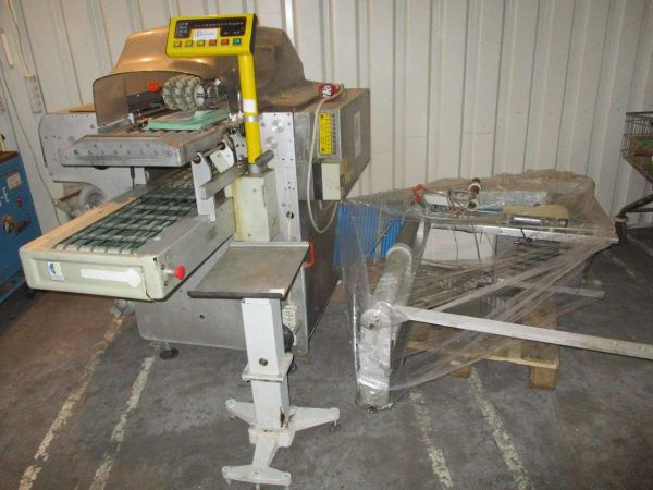 Waldys A 33 Packing machine with conveyor belt