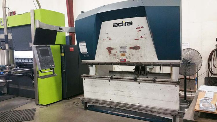 Adira QHD-7025 with DNC 880S Control, 4-Way Die & Top Clamps 80 Ton