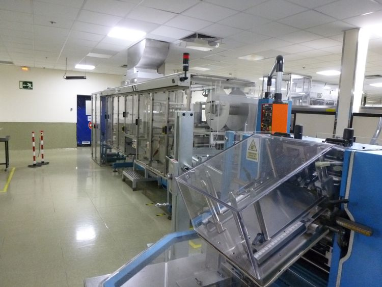 UHLMANN UPS4 ET  Complete blistering and cartoning line comprising