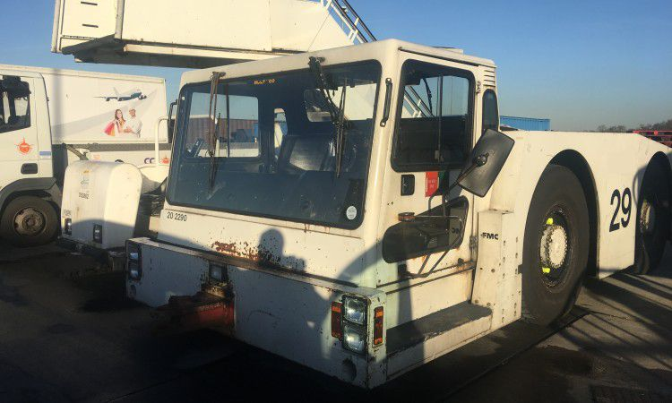 FMC B700, Aircraft Tow Tractor