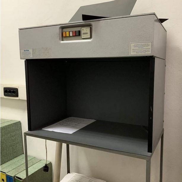 Verivide Light cabinet