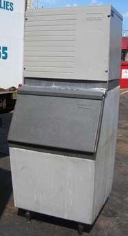 Scotsman CME656WE-32A  &  HTB-555, ICE MACHINE WITH ICE BIN