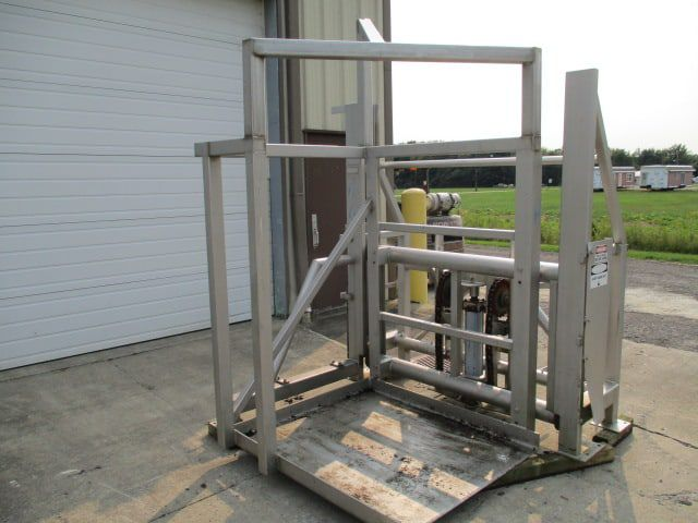 RMF 100 SIDE-LOAD PALLET LIFT