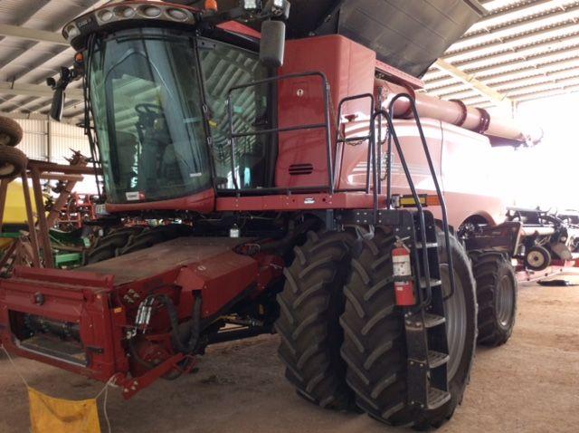 Case 8250 Combine harvesters