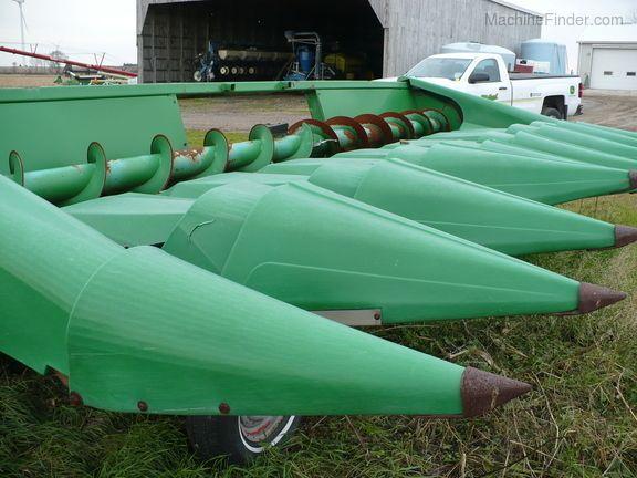John Deere 843 Corn and Row Crop headers