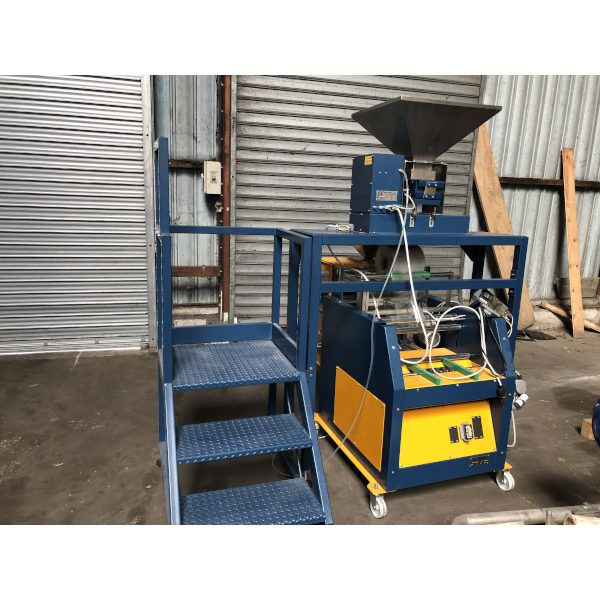 Neopac  Speedywork vertical bagging machine