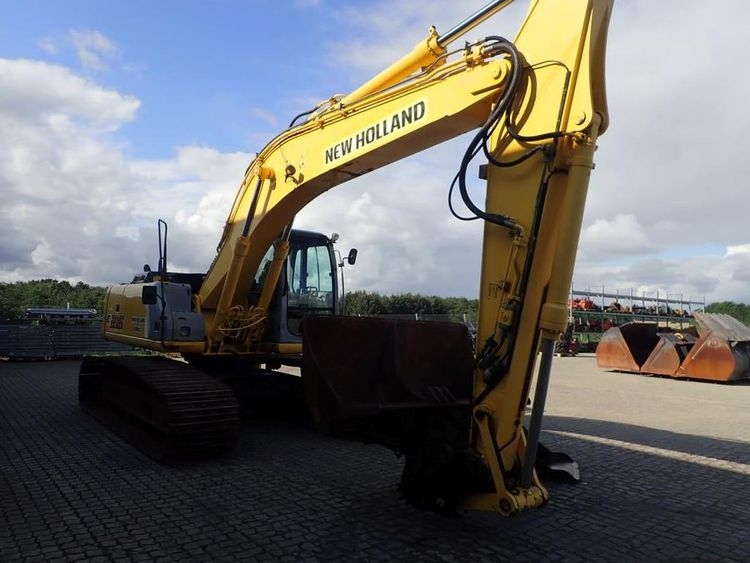 New Holland E215 Excavator