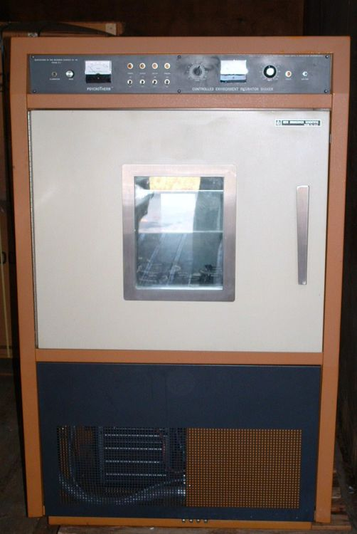 New Brunswick Psycrotherm G-27 Controlled Enviroment Incubator Shaker