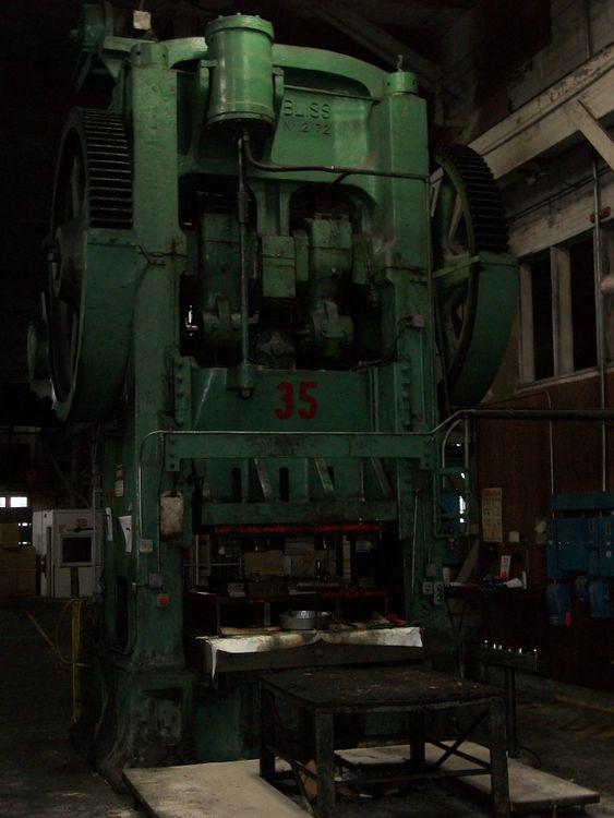 Bliss Mechanical Press 900 Ton