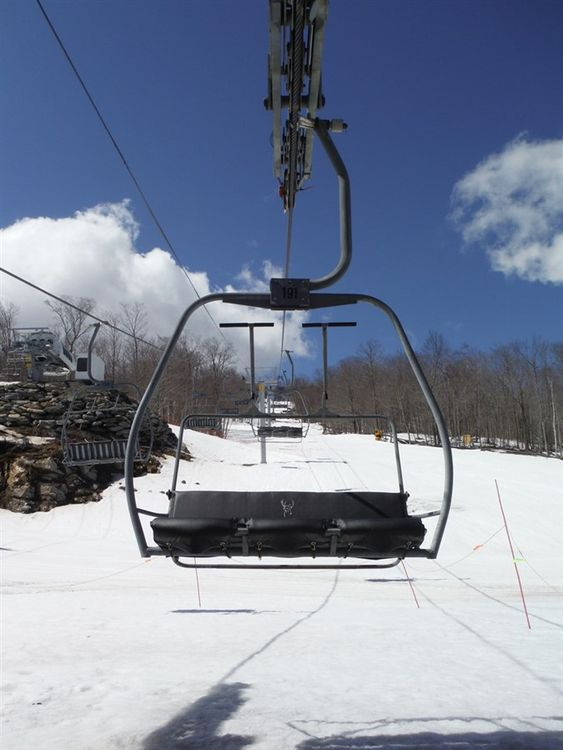 Poma 3 seats chair lift