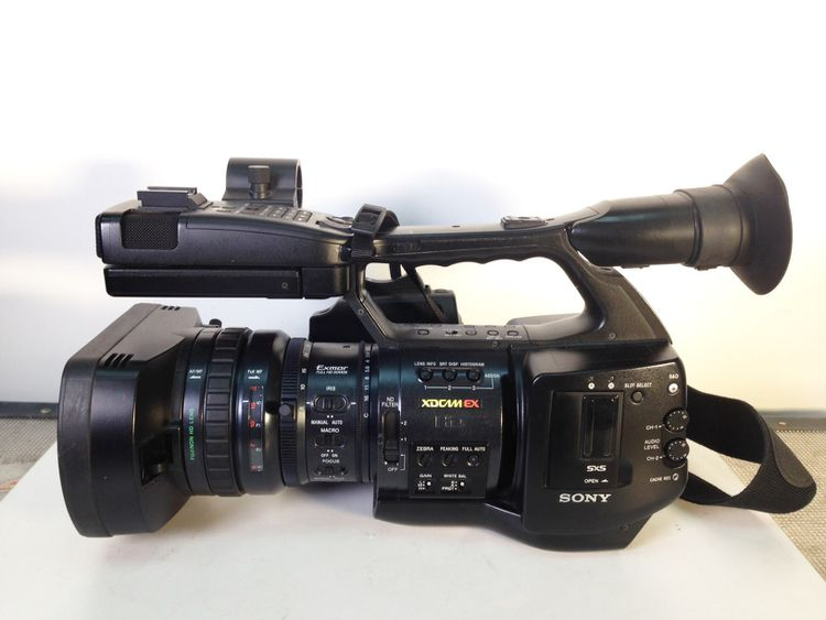 5 Sony PMW-EX1R Camcorders