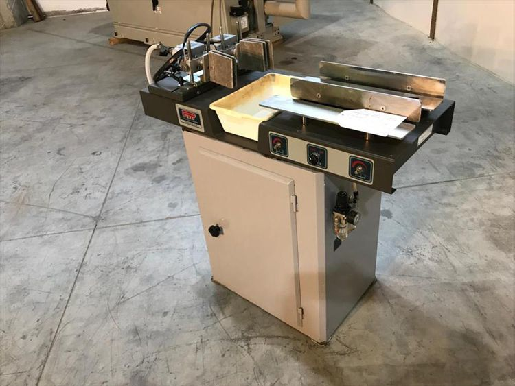 Pizzi 9037 Gluing machine