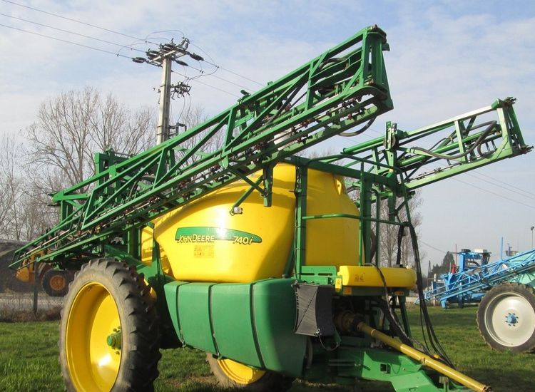 John Deere 740 Sprayer