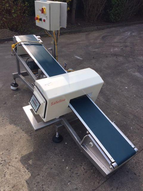 Safeline metal detector with belt.