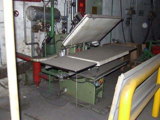 Hoffmann Ironing Tester to test the shrinkage of the fabrics by steaming and cooling