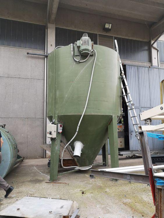 Mixer silos