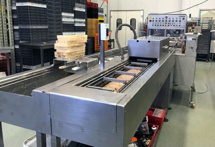 Hacos HML600S semi automatic chocolate moulding line