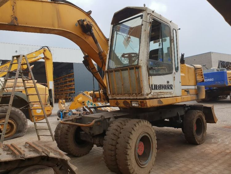 Liebherr Tracked Excavators