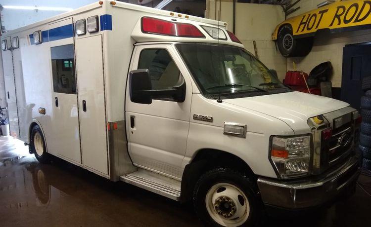 Ford Econoline E350, Gasoline Ambulance