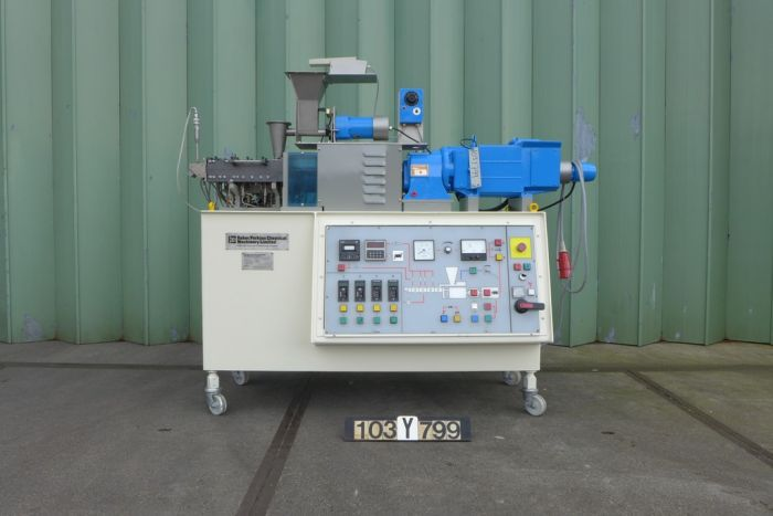 Baker Perkins MPC/V30 - Double screw extruder