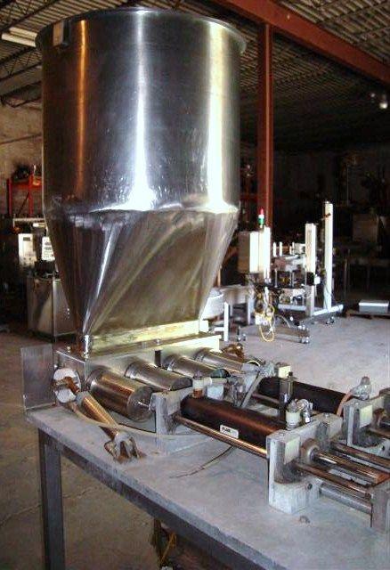 Hinds Bock 4P-32 , piston filler