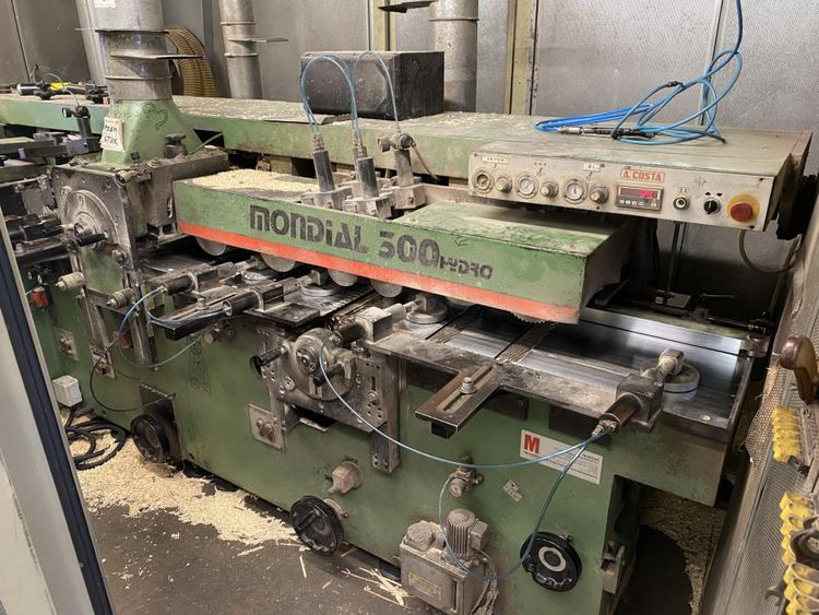 Costa Mondial 300 Hydro, Moulder